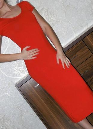 Облегающее красное длинное платье