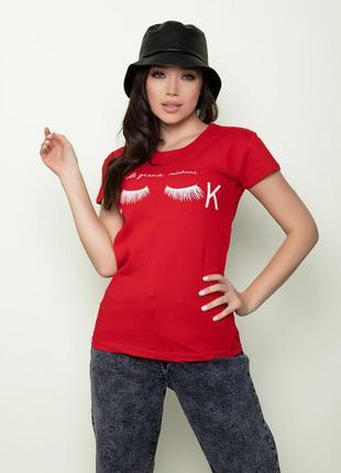 Красная хлопковая футболка с небольшим принтом