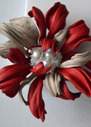 Брошь-цветок из натуральной кожи