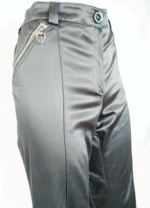 Атласные серые брюки укороченные
