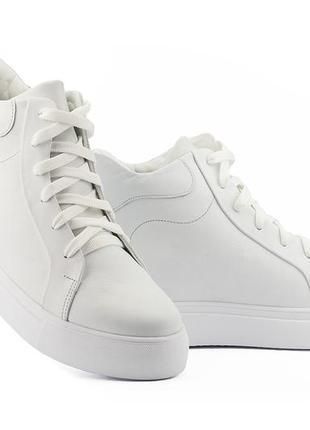 Женские ботинки кожаные зимние белые