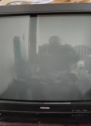 Телевизор цветной TOSHIBA рабочий с пультом
