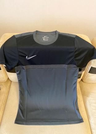 Продаётся футболка Nike Original