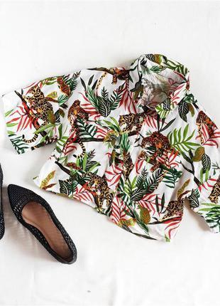 Укороченная рубашка с тропическим принтом кроп топ bershka
