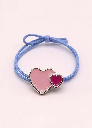 Резиночка для волос голубая, яркое сердечко с цветной эмалью