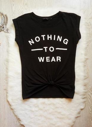Черная натуральная футболка с белым принтом надписями завязкой...