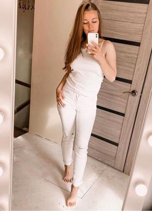Белые штаны Stradivarius