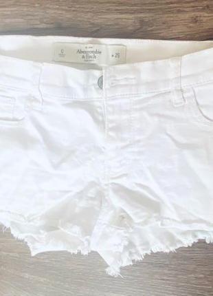 Белые шорты abercrombie & fitch