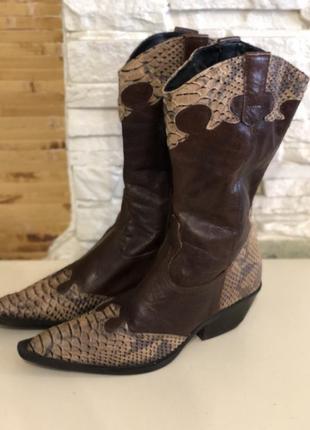 Ковбойский сапоги казаки змеиный принт коричневого цвета
