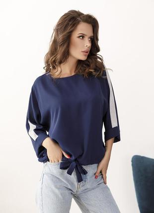 Темно-синяя крепдешиновая блуза с блестящими вставками