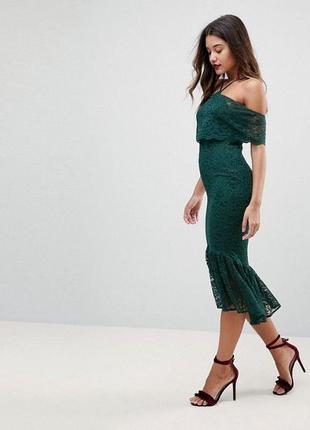 Платье миди кружевное открытые плечи с воланом темно-зеленое з...