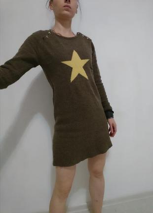 Шерстяное платье-свитер со звездой в стиле миллитари