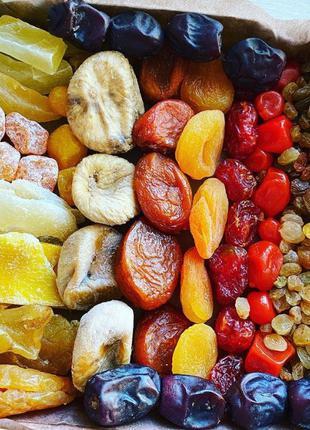 Подарочная упаковка удачный сет. Вкусные орешки и фрукты/ягоды 60