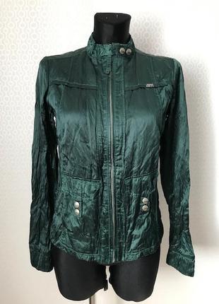 Тонкая куртка ветровка нереально красивого цвета от miss sixty...