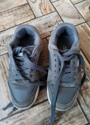Класні фірмові кросівки 38 р.