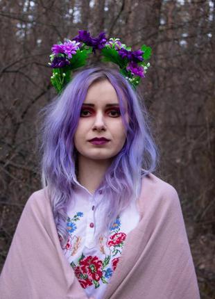 Венок с фиолетовыми цветами