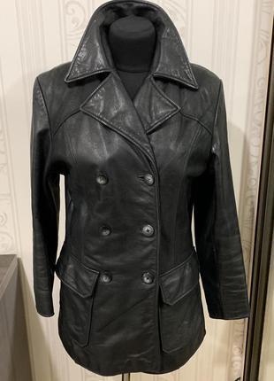 Кожаная рокерская куртка