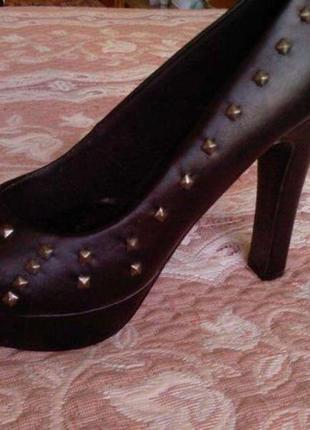 Туфли молодёжные с элегантными шипами