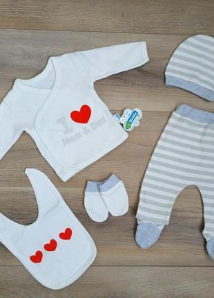 Красивый костюм комплект для новорожденных