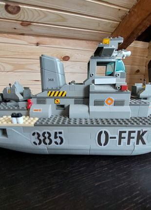 Военный корабель из лего