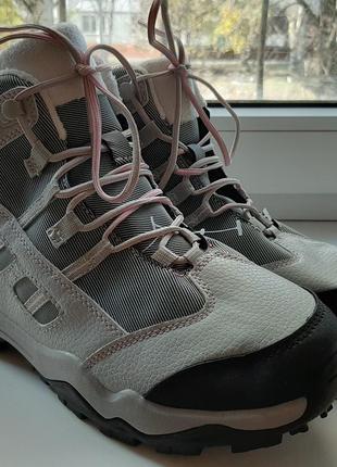 Трекинговые ботинки f&f.