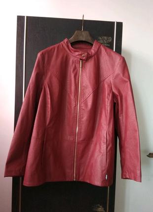 Жіноча куртка з шкврозамінника