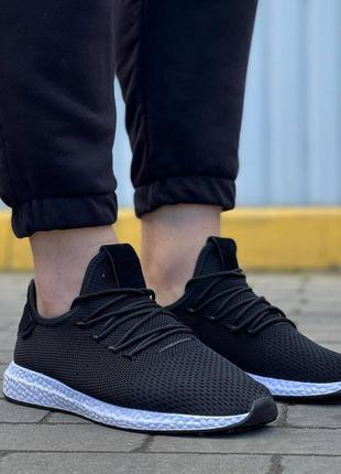 Кроссовки чёрно белые мужские