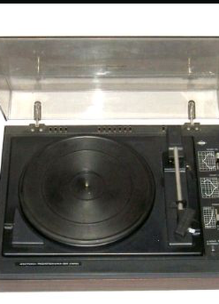 Электрофон радиотехника 301 стерео с колонками и виниловыми пласт