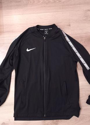 Nike мастерка , размер M ,от плеча Nike Nike Nike Nike