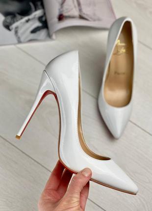 Фирменные женские белые туфли лодочки