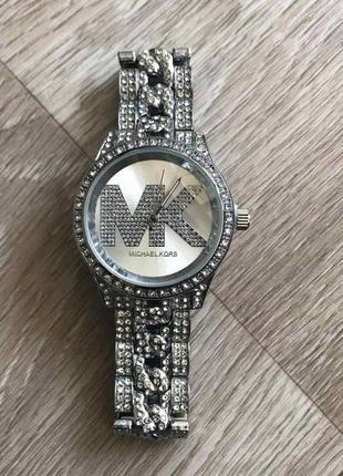 Часы с камнями золотистые серебри
