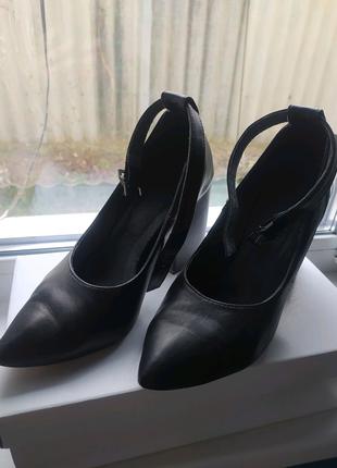 Женские черные туфли на каблуке натуральная кожа