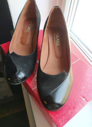 Женские черные туфли на невысоком каблуке замша и лак