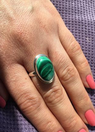 Серебряное кольцо с натуральными малахитом