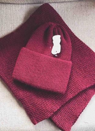 Вязаный набор шапка + хомут. вишня