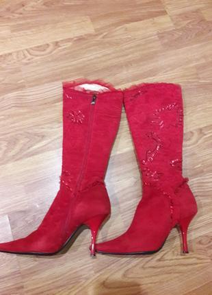 Красные осенние сапоги с ручной вышивкой 36 размер
