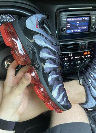 Nike vapormax tn plus gray red