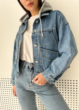 Джинсовая куртка с капюшоном