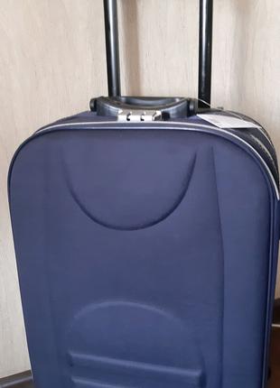 Продам чемодан новый