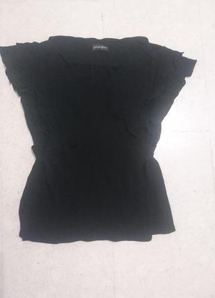 Блуза с декольте запахом и воланами-рукавами