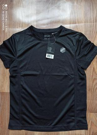 Спортивная черная футболка crivit на мальчика.