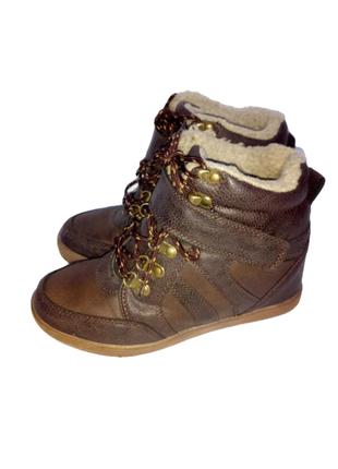 Женские зимние ботинки на танкетке бренд kiabi