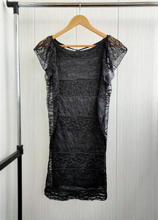 Вечернее платье с гипюром и красивым вырезом на спине
