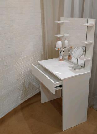 Туалетный столик, стол визажиста, макияжный столик