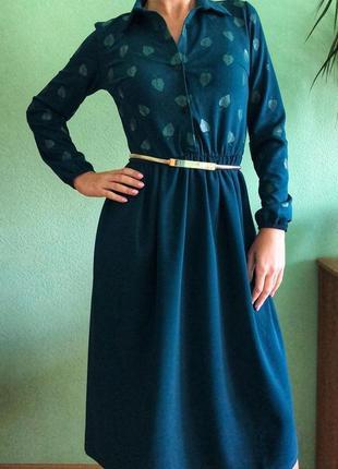 Шикарное платье изумрудного цвета