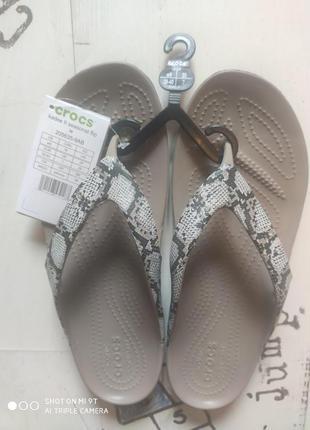 Crocs Women's Kadee II Seasonal Graphic Flip W9 (25 cm)