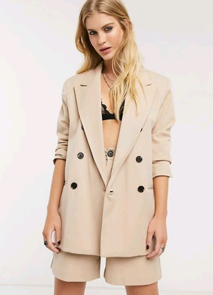 Бежевый двубортный пиджак Bershka