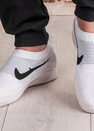 Комфортные,легкие,практичные кроссовки.