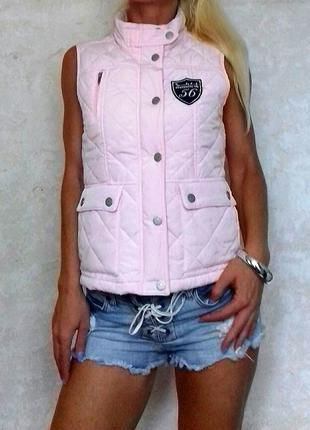 Шикарная жилетка безрукавка нежно розового цвета