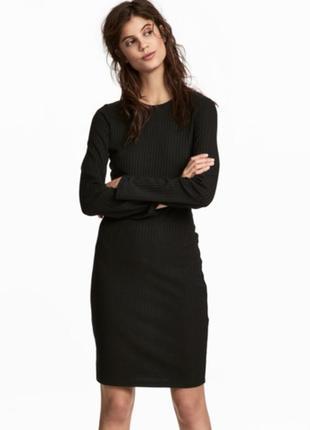 Тонкое трикотажное платье с длинными рукавами